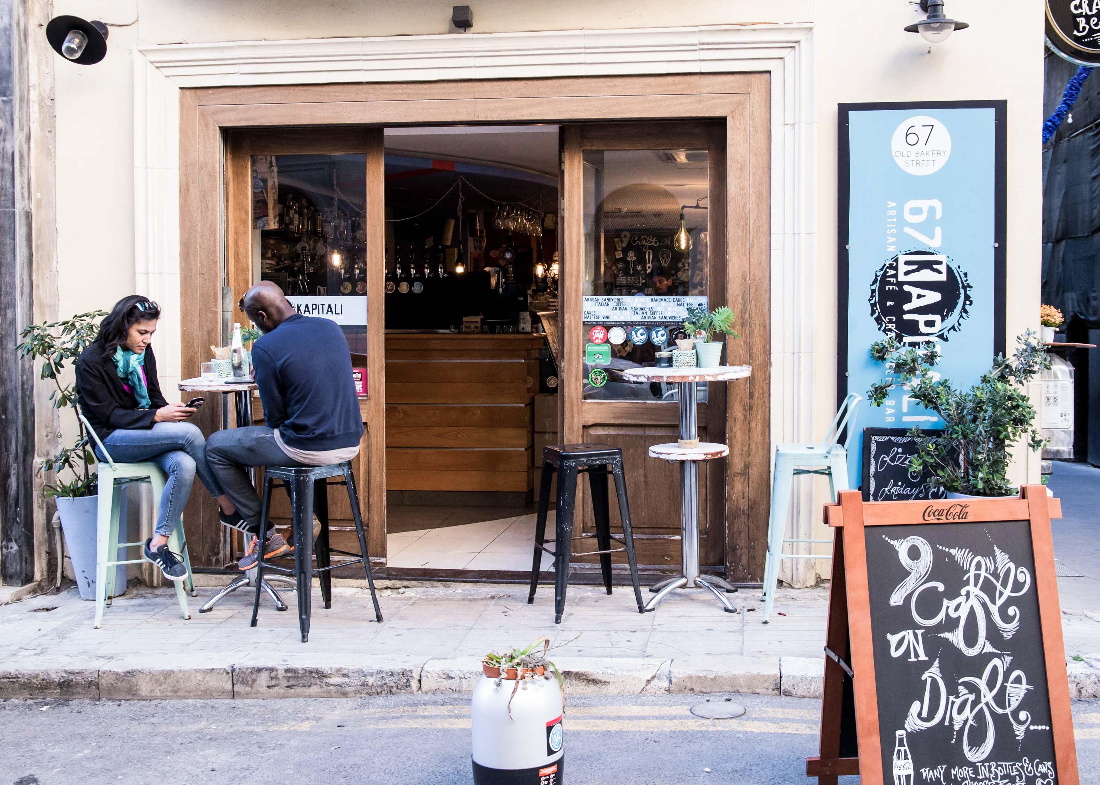 Cafe and bat in Valletta, 67 Kapitali