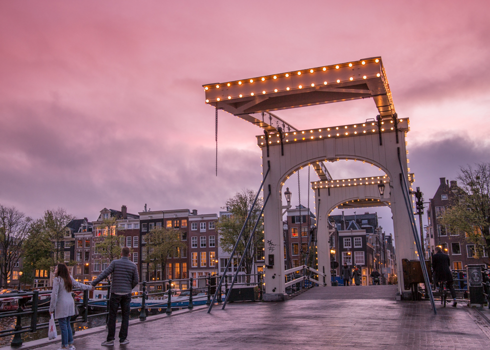 SUNSET POINT IN AMSTERDAM : MAGERE BRIDGE
