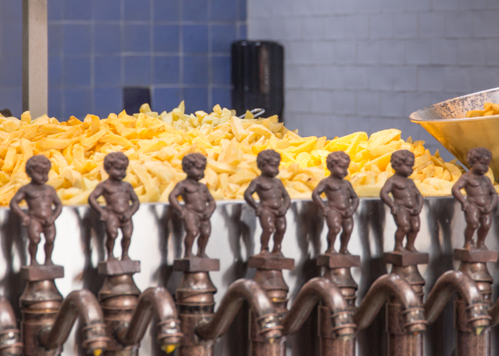FRENCH FRIES IN AMSTERDAM : MANNEKEN PIS