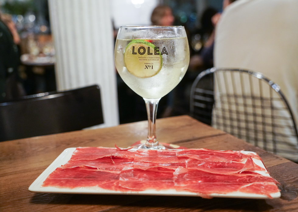 Best sangria bar in Barcelona : Casa Lolea