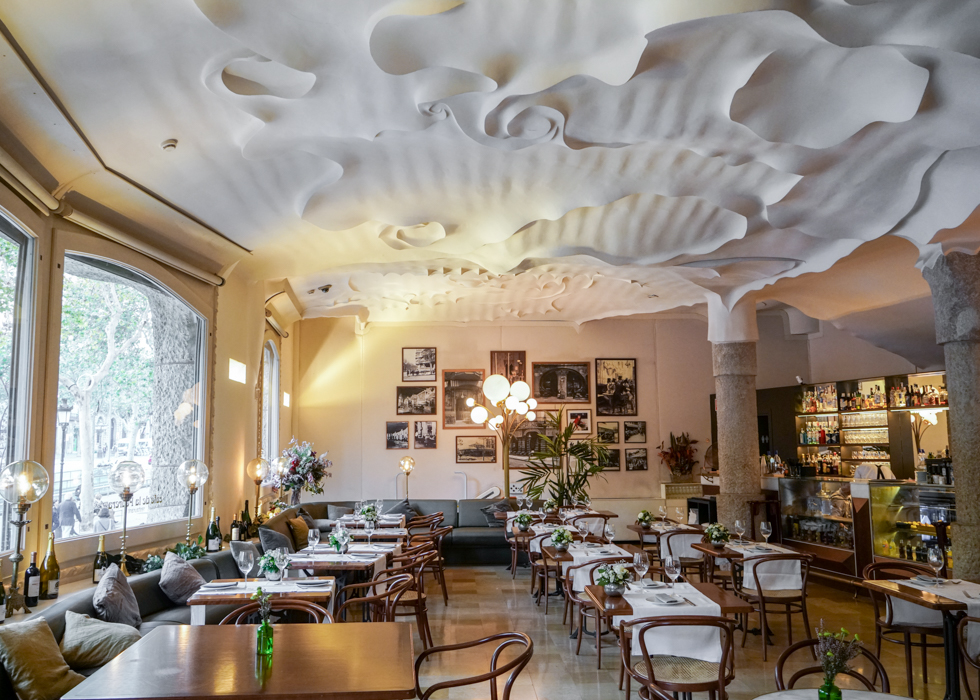 An unique cafe in Barcelona : Cafe de la Pedrera