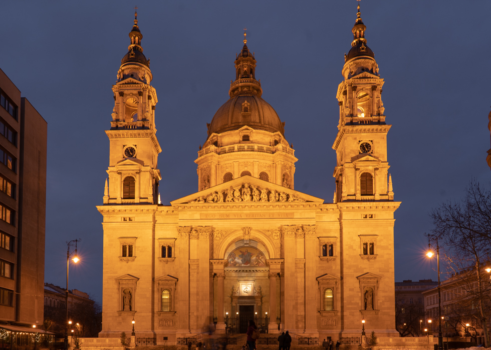 BEST PLACE IN BUDAPEST : SAINT STEPHEN'S BASILICA