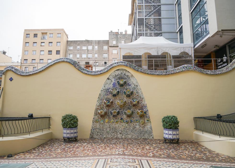 CASA BATLLO GARDEN / GAUDI ARCHITECTURE