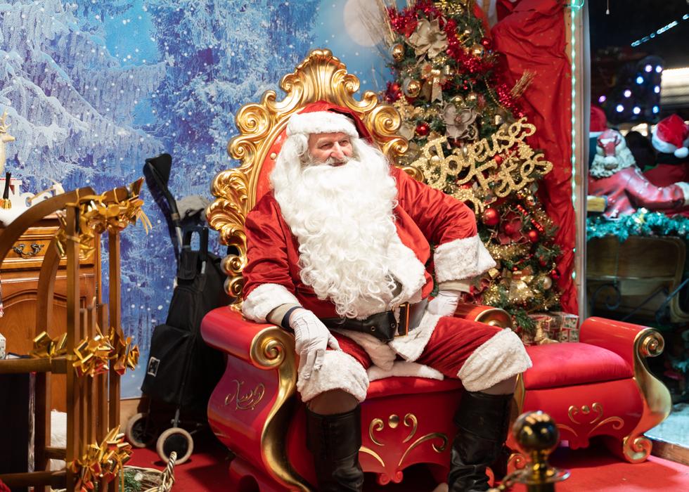 Санта Клаус в Париже