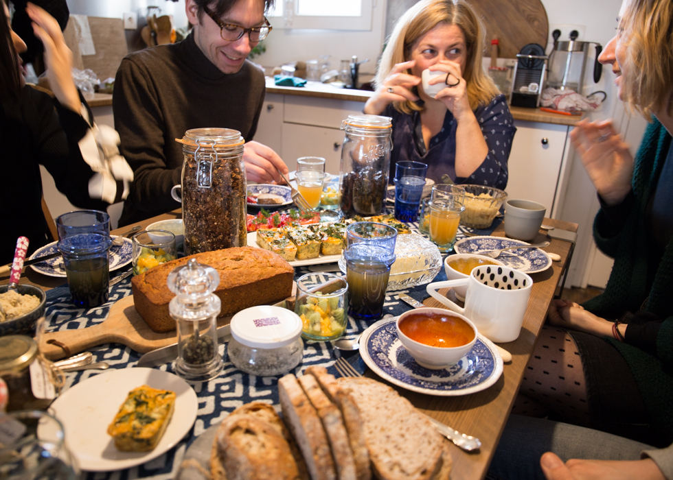 EUROPE ETIQUETTE 11. WHEN YOU ARE INVITED TO DINNER BY LOCALS
