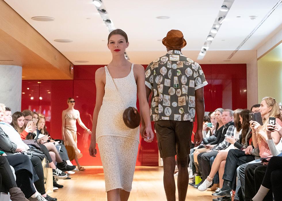Модный показ в Галерее Лафайет в Париже