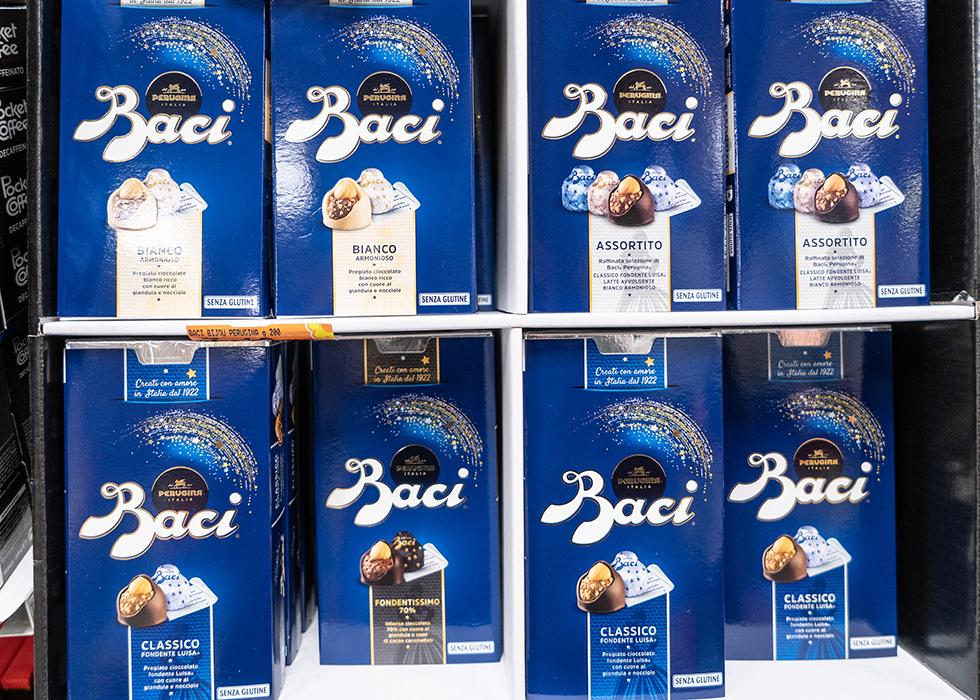 イタリア お土産 スーパー チョコレート: BACI CHOCOLATE