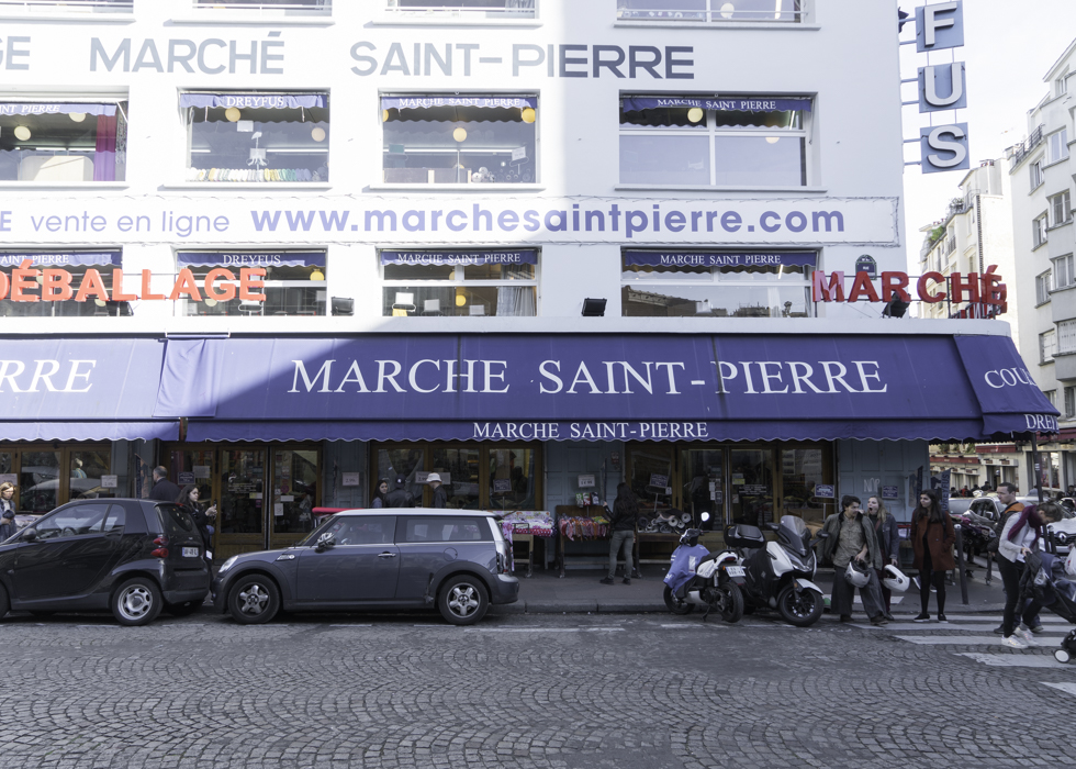 MARCHE SAINT PIERRE PARIS