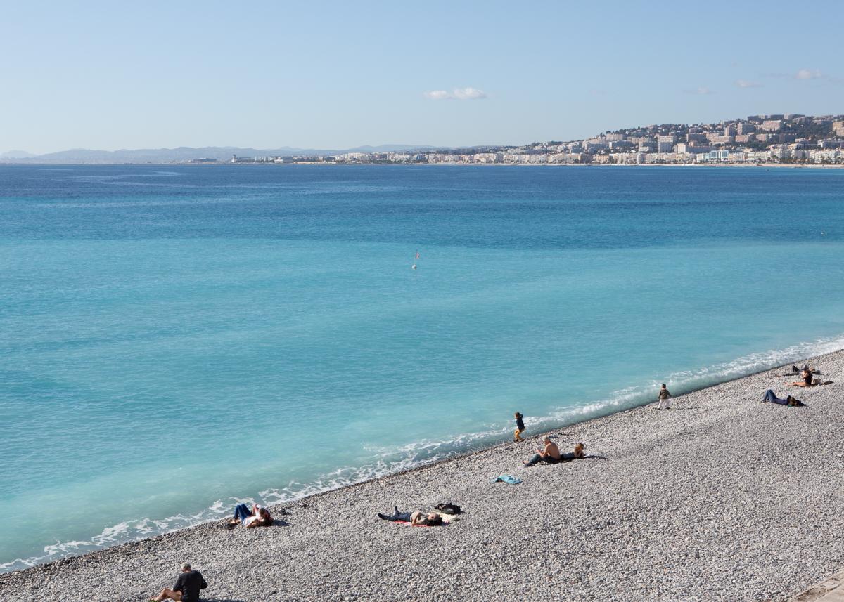 นอนเล่นริมทะเล Nice