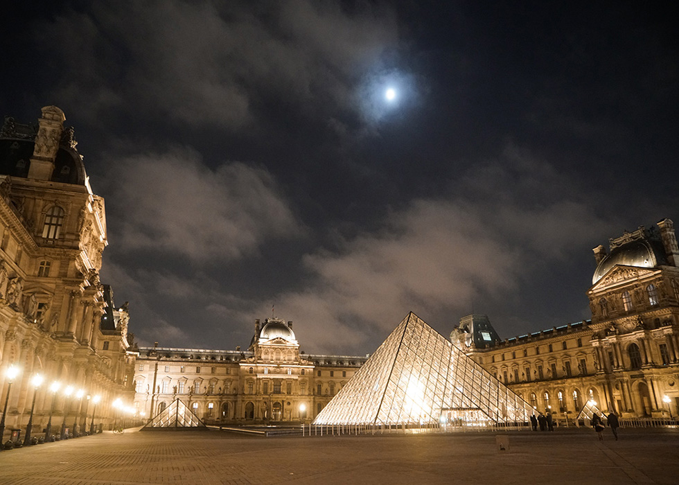Night photos in front of Louvre Museum