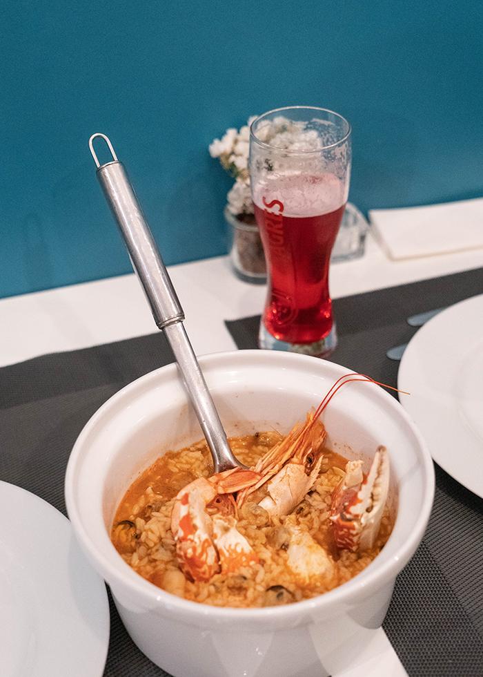 Porto restaurant near river : ESSENCIA LUSA