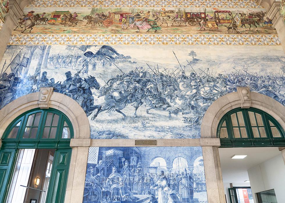 Must-vist in Porto : Sao Bento Station