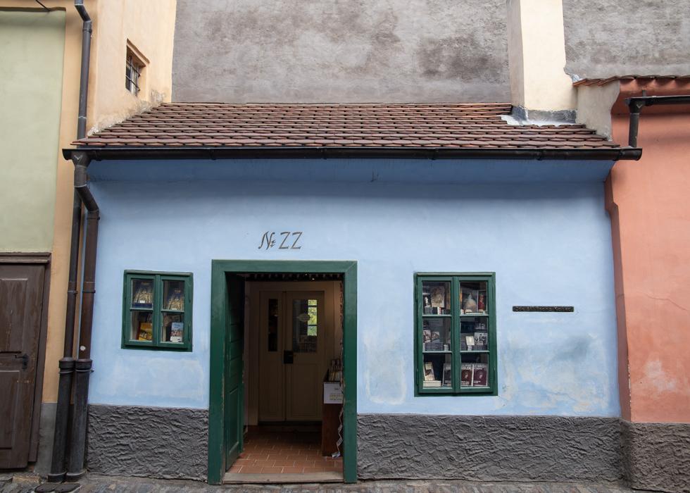 PRAGUE CASTLE GOLDEN LANE : FRANZ KAFKA'S HOUSE