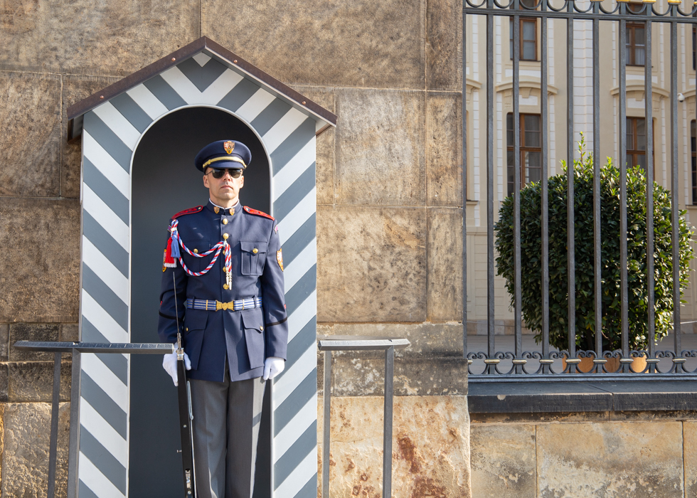 PRAGUE CASTLE REVIEW / CHANGING OF GUARDS