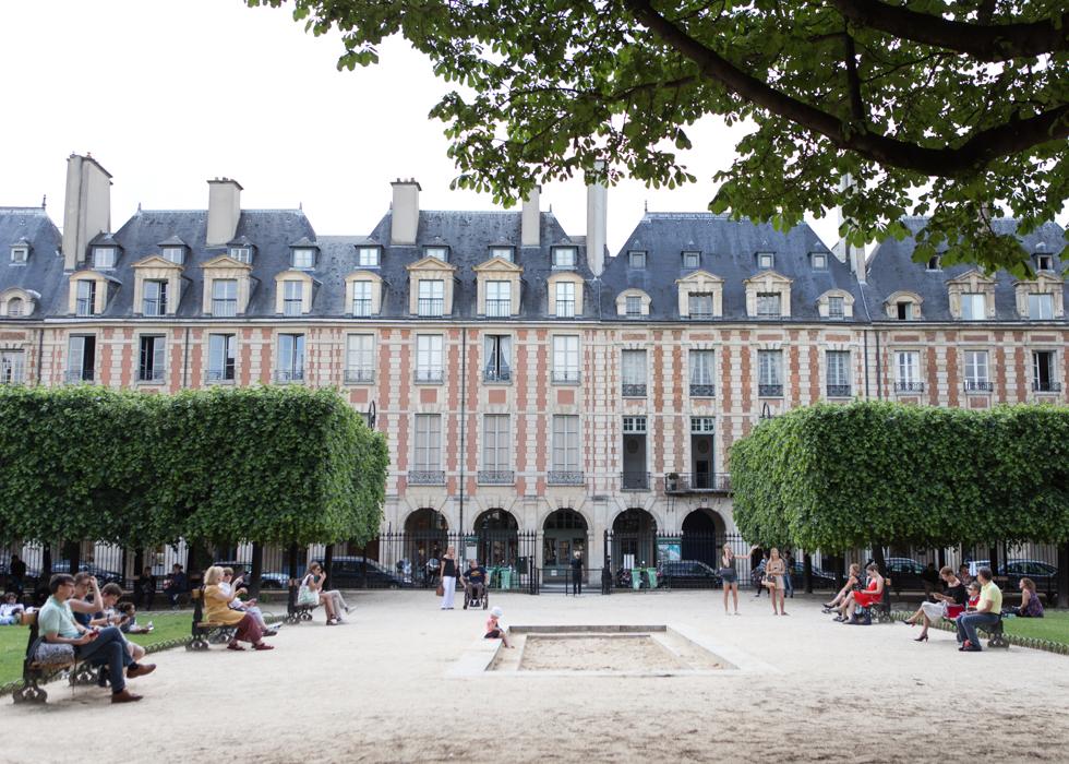 สวนสาธารณะ PLACE DES VOSGES ใจกลางเมืองปารีส | O'bon Paris | Easy to be  Parisian