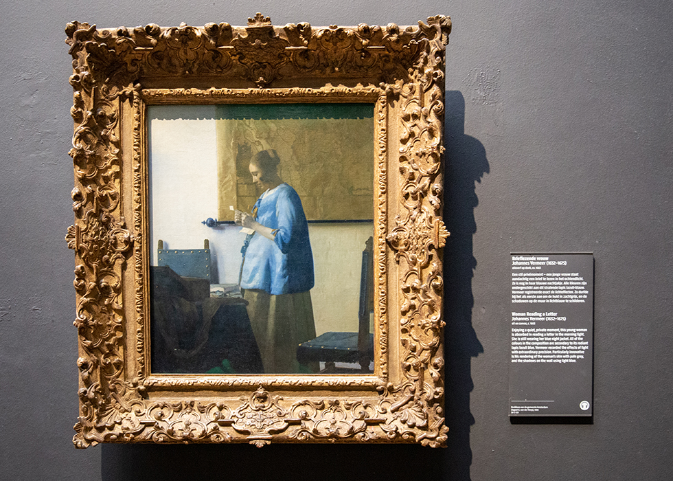 WHAT TO SEE IN RIJKSMUSEUM 7. JOHANNES VERMEER - WOMAN READING A LETTER