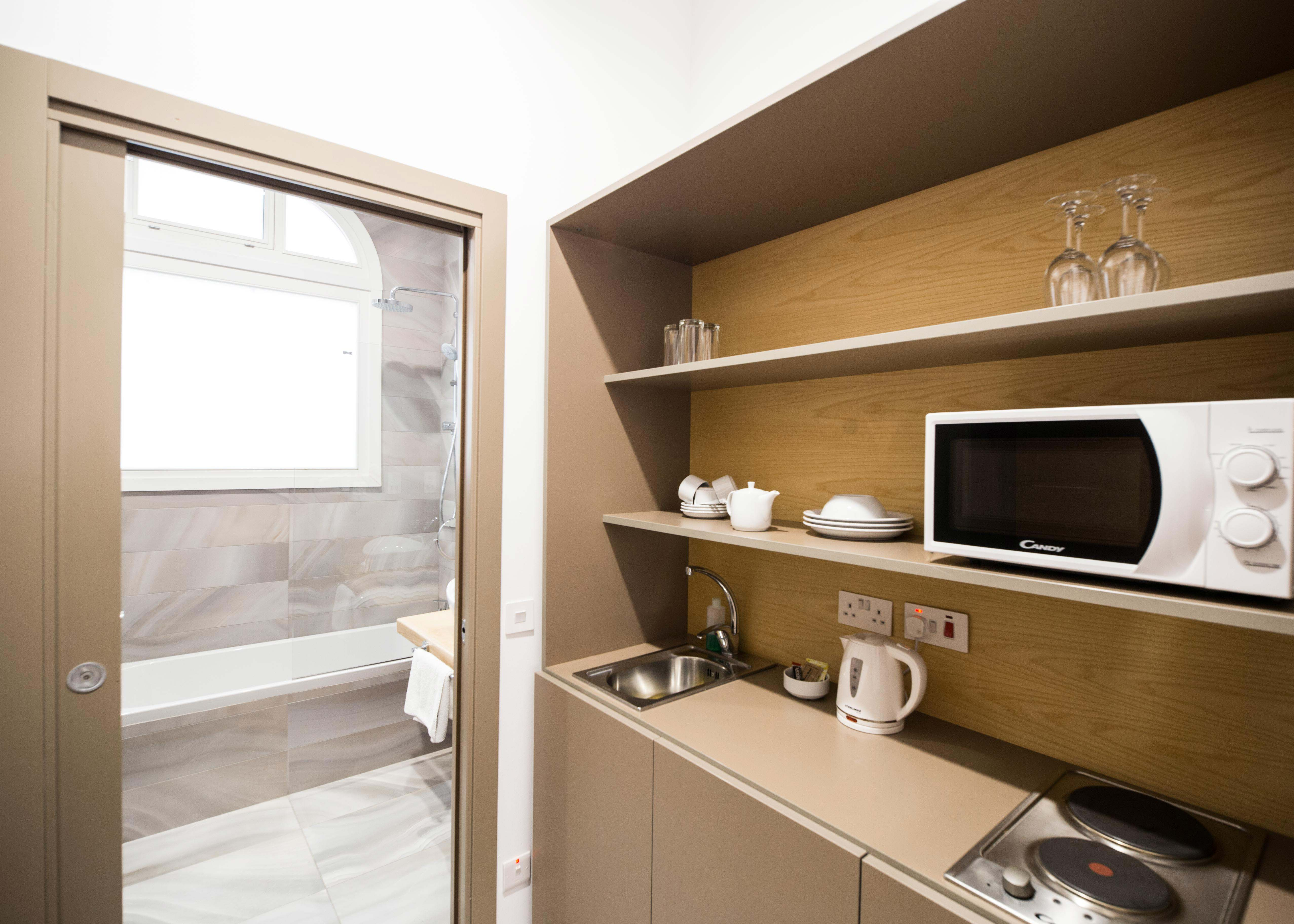 Deluxe room với bếp, khách sạn cho kì nghỉ gia đình Malta, The British Suites