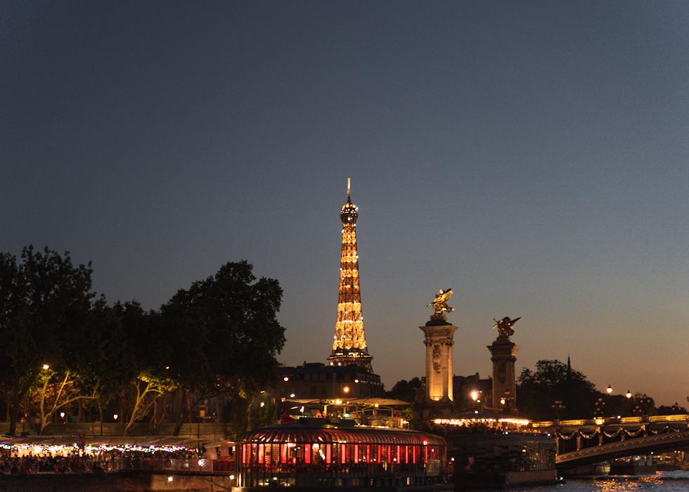 Paris travel: VEDETTES DE PARIS