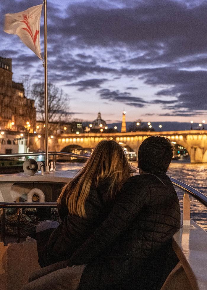 Paris trải nghiệm du lịch độc đáo: du thuyền Vedettes de Paris