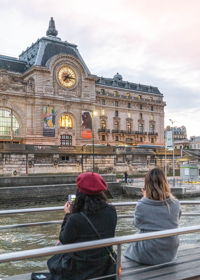 Paris kỉ niệm lãng mạn trên du thuyền