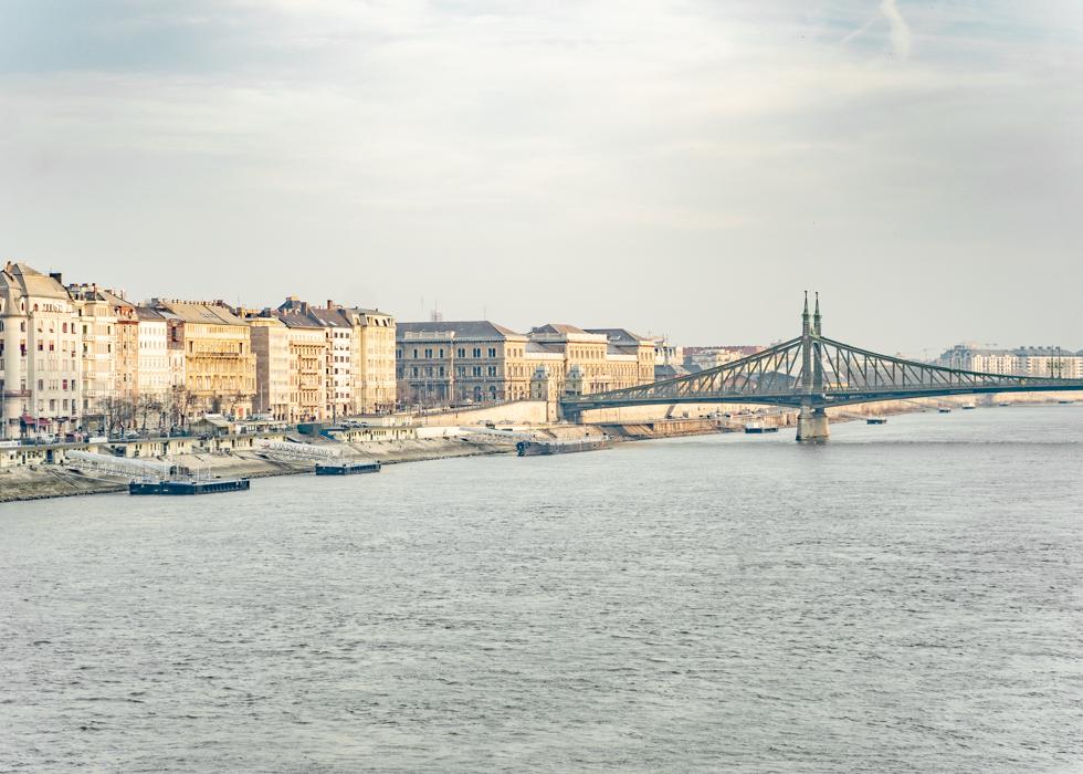 tắm khoáng gần tượng tự do ở Budapest: Rudas Bath